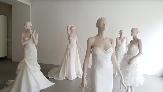 showroom with mannequins 01